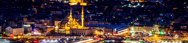 Istanbul_at_night_(16193962812).jpg