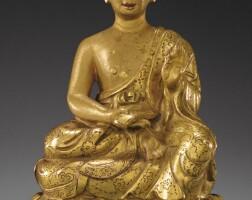 105. 十七世紀 西藏 鎏金銅探手羅漢坐像