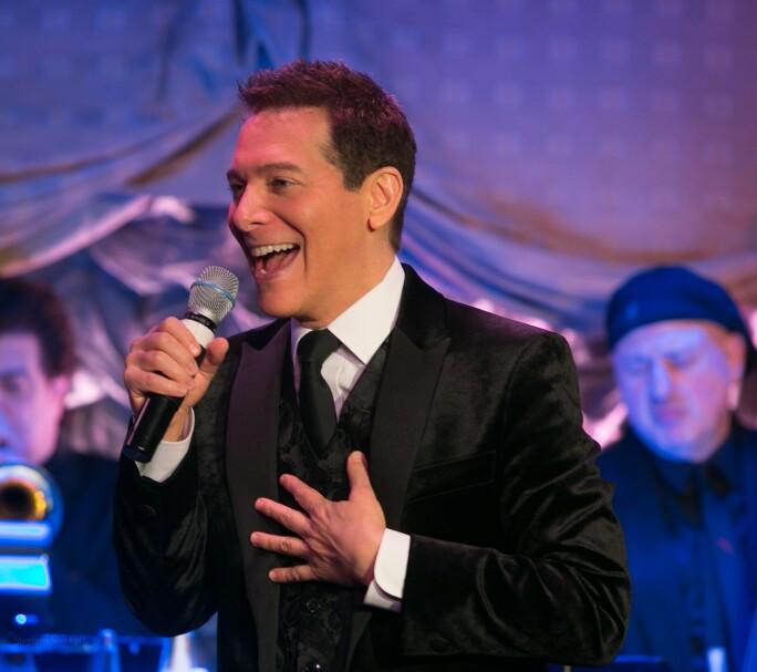 Michael Feinstein performing