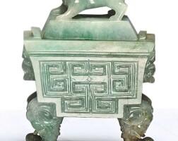 1532. 清末 / 二十世紀 翠玉雕獸耳四足蓋爐 |