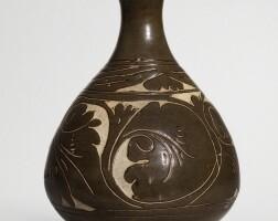 511. a 'cizhou' brown-glazed sgraffiato vase (yuhuchun ping) jin dynasty |