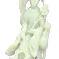 1520. 二十世紀 青白玉雕觀音坐像 |