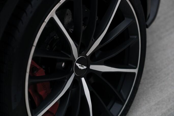 4-2018-Aston-Martin-Vanquish-Zagato-Coupe.jpg