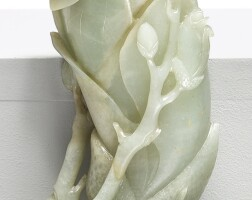 1514. 清十九世紀 青玉雕蘭花形瓶 |