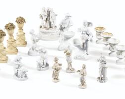 49. ensemble de vases de surtout de table et groupe et figures en biscuit des xviiie et xixe siècles
