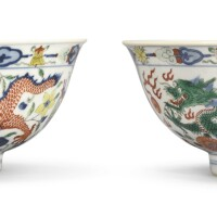 540. a pair of wucai 'dragon and phoenix' bowls jiaqing seal marks and period |