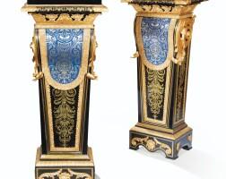 106. paire de gaines en bois noirci,marqueterie d'écaille, laitonet étain àmonture de bronze doré, d'après le modèle d'andré-charles boulle