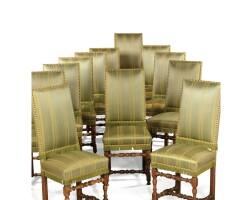 15. suite de douze chaises en noyer tourné de style louis xiii (composées d'éléments anciens)