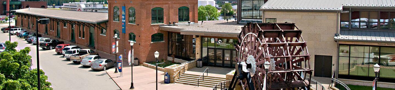 Exterior view of the National Mississippi River Museum & Aquarium.