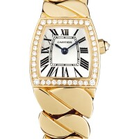 2041. 卡地亞 | 3083型號「la dona」粉紅金鑲鑽石鍊帶腕錶,錶殼編號138292nx,年份約2008。