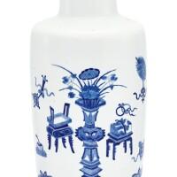 14. 清十九世紀 青花博古圖棒搥瓶 |