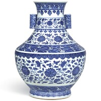 3633. a fine large blue and white 'floral' vase, hu seal mark and period of qianlong |