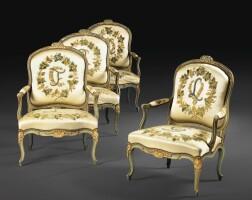 1. paire de fauteuils à dossier plat en bois sculpté, laqué vert et rechampi or d'époque louis xv, estampillée c.l. burgat