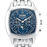 2328. 百達翡麗   型號5020獨特及重要鉑金萬年曆計時鍊帶腕錶,備月相、閏年、24小時顯示、特別藍色錶盤及夜光徽紋,機芯編號3049321,錶殼編號4200912,2008年製