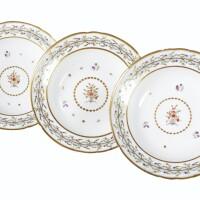 487. suite de neuf assiettes à potage en porcelaine de paris de la manufacture du duc d'angoulême du xviiie siècle, vers 1785-90