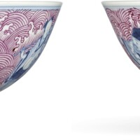 3643. a pair of puce-enamelled blue and white 'eight immortals' bowls marks and period of tongzhi |