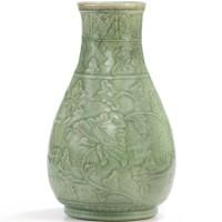 4. vase en grès céladon longquan début de la dynastie ming |