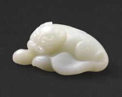 111. 清十八世紀 白玉瑞獸  