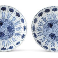 809. a pair of blue and white 'aster' dishes kangxi marks and period