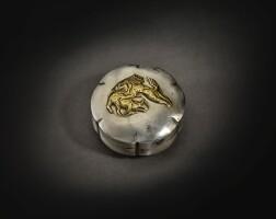 203. 唐 銀局部鎏金猛獅噬鹿紋花式蓋盒 |