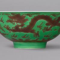 3121. 清雍正 綠地紫彩雲龍戲珠紋盌 《大清雍正年製》款 |