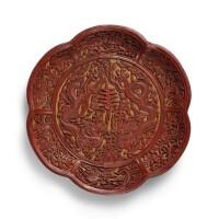 3412. 明嘉靖 剔紅雙龍拱壽葵式盤 《大明嘉靖年製》直款 |