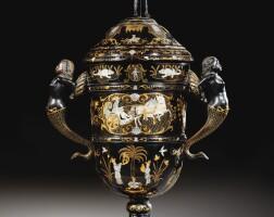 5. coupe couverte en piqué d'écaille incrustrée d'or et de nacre, naples, première moitié du xviiie siècle