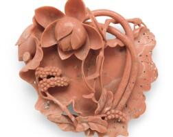 219. 清十九世紀 珊瑚蓮紋牌飾 |