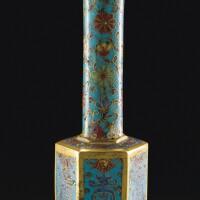 142. 明十七世紀 掐絲琺瑯纏枝壽字紋六方瓶
