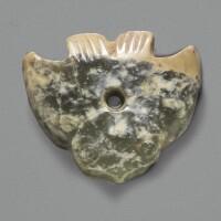 1. petit pendentif en jade dynastie shang, ca. 1200-1100 avant j.-c.