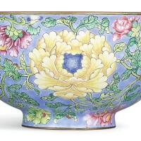 3610. 清康熙 御製北京銅胎畫琺瑯天藍地纏枝花卉紋盌 《康熙御製》款 |
