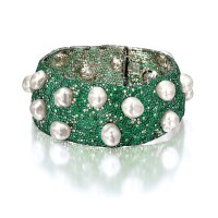 1647. cultured pearl, emerald and diamond choker necklace, designed by carolina herrera for mikimoto