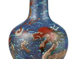 3641. 清十八世紀 掐絲琺瑯蒼龍教子紋天球瓶  