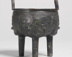 153. a fine bronze ritual food vessel (ding) early western zhou dynasty, 11th century bc
