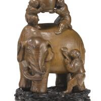 2. 清十八世紀 竹根雕太平有象擺件