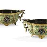 3. rare paire de jardinières en cuivre doré etincrustations de pierres dures dynastie qing, époque qianlong |