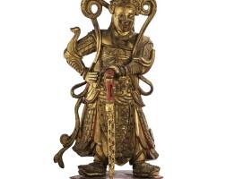 26. grandestatuette de gardien en bois laqué rouge et doré dynastie qing, xviiie- xixe siècle  