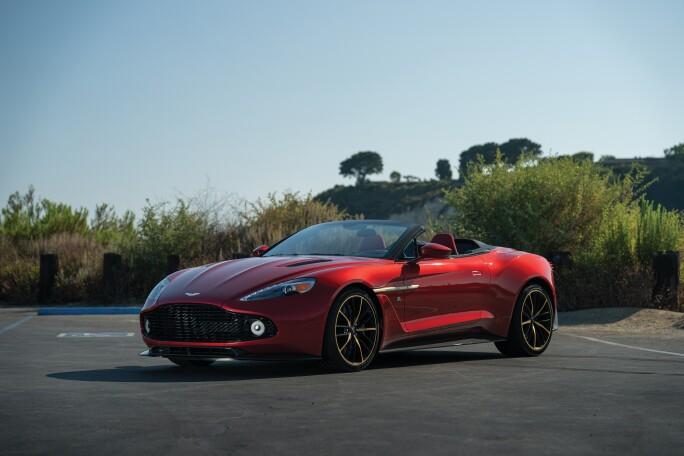 16-2018-Aston-Martin-Vanquish-Zagato-Volante-Villa-d-Este.jpg