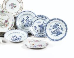 46. ensemble d'assiettes en porcelaine bleu blanc chine, dynastie qing, xviiie siècle