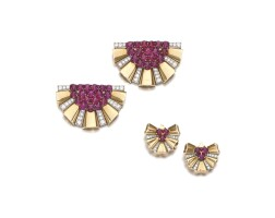 18. 紅寶石配鑽石別針一對,寶格麗,及紅寶石配鑽石耳環一對