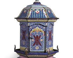 1070. 清十九世紀 銅胎畫琺瑯藍地壽字花卉紋燈籠  