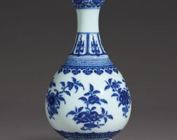 3112. a fine blue and white garlic-mouth vase seal mark and period of qianlong |