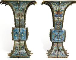 39. 十七世紀 掐絲琺瑯饕餮紋出戟方觚一對