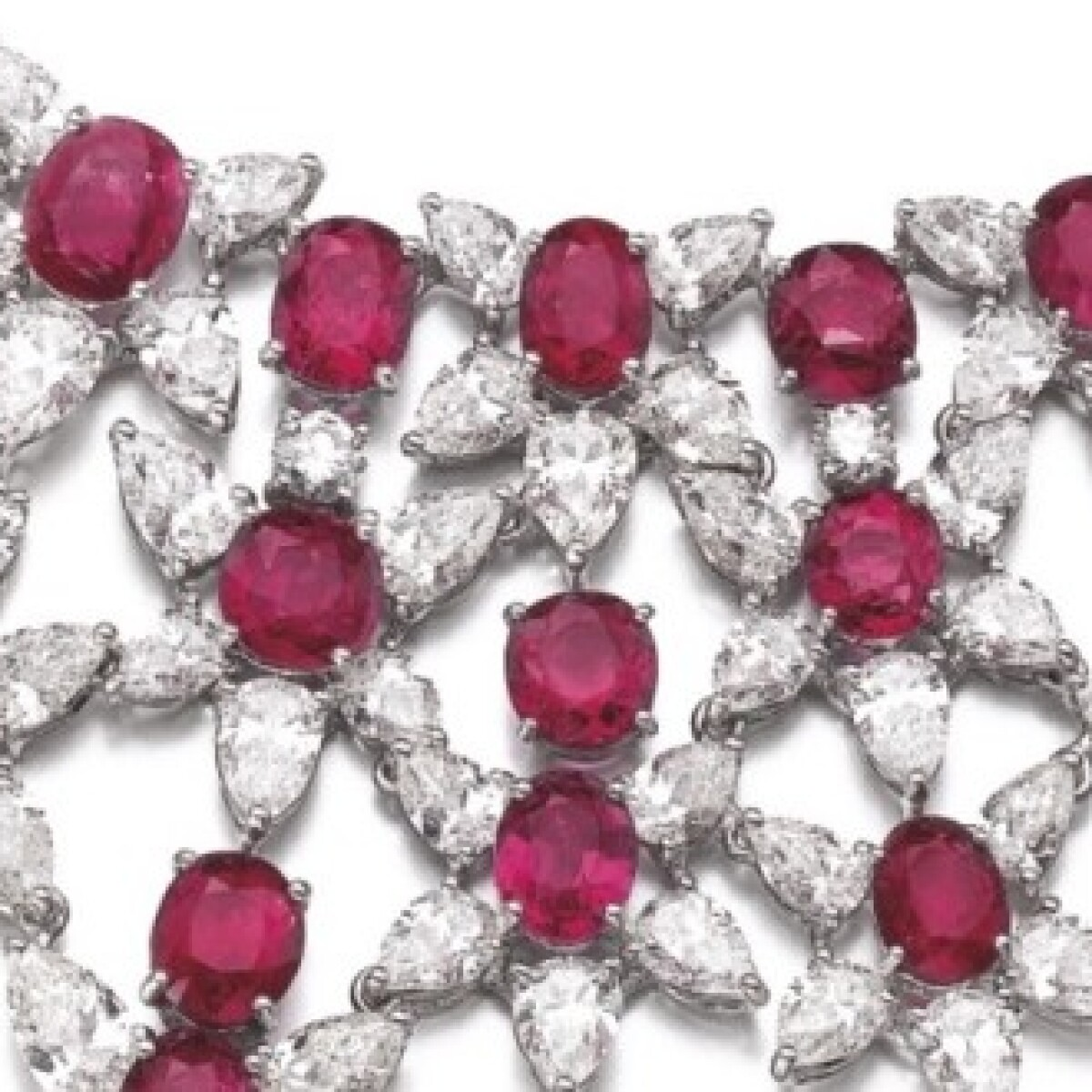 f0614bde31b17 Sell Your Harry Winston Jewelry with Sotheby's | Sotheby's