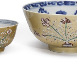 605. a chinese export café-au-lait ground blue and white bowl and a teabowl the porcelain,kangxi period, circa 1700 |