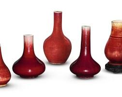 42. 清十八及十九世紀 郎窰紅釉瓶一組五件 |
