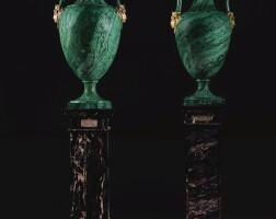 89. 皇室御用孔雀石鑲銅鎏金花瓶一對 皇家寶石工廠,彼得霍夫,鑲件由約翰·安德烈亞斯·施賴伯製造,聖彼得堡 1844及1847年 |