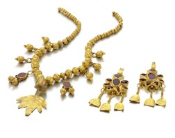 Preview. circa 1st century b.c. – 2nd century a.d., garnet inset gold necklace and a pair of earrings, parthian or roman |