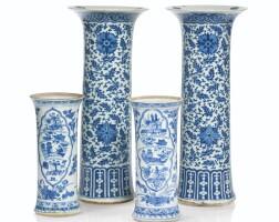 209. paire de vases cornets en porcelaine bleu blanc dynastie qing, époque kangxi