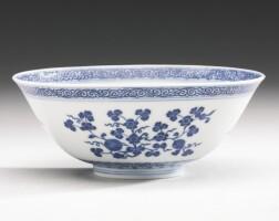3. 清乾隆 青花折枝果紋盌 《大清乾隆年製》款